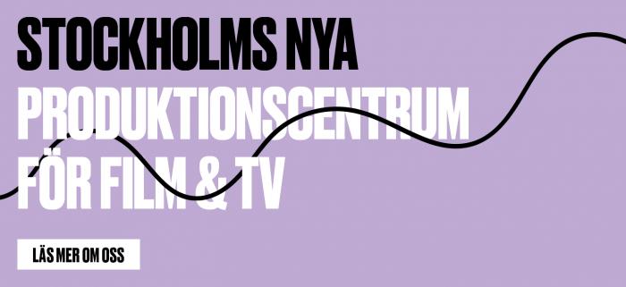 Film Stockholm AB text på lila platta. Tråd går genom bokstäverna.