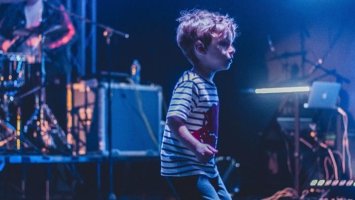 Pojke på scen